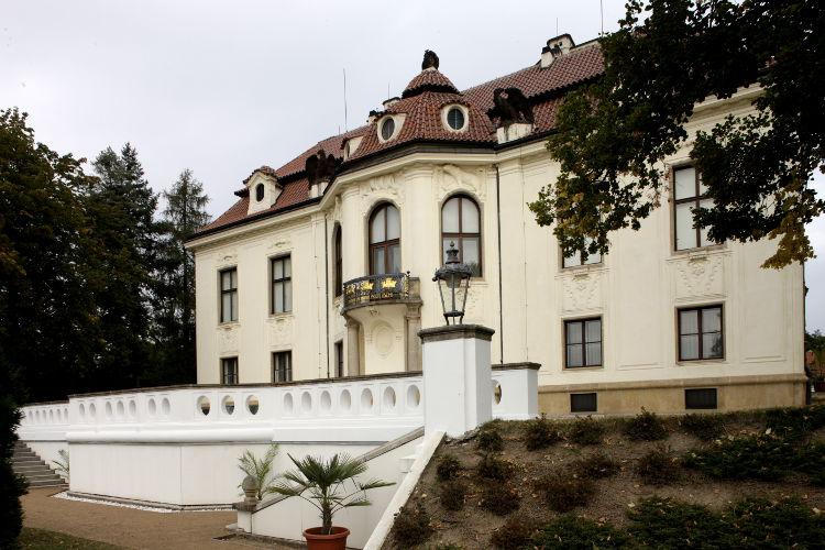 rudolfinum-jizni-fasada